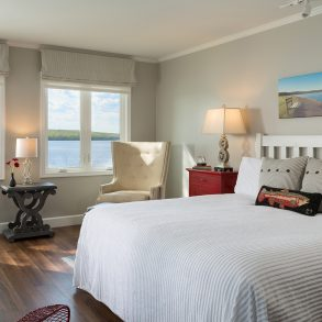 SilverBirches-Rooms-Lakeshore-DeluxeKing-2web